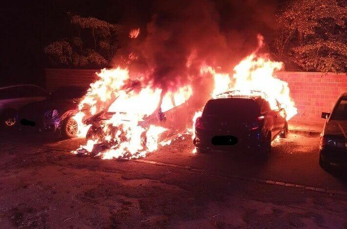 Dortmund: Mehrere PKW brennen in der Innenstadt