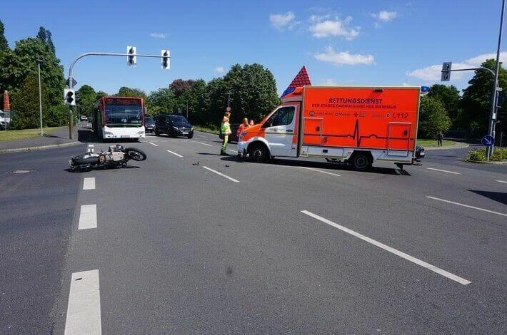 Ratingen: Verkehrsunfall mit Rettungswagen